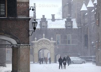 Sneeuw op het Binnenhof - DEN HAAG 17 DECEMBER 2010 - FOTO NICO SCHOUTEN