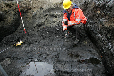 Tijdens archeologische opgravingen in het buurtschap Den Hoorn zijn duidelijke sporen van de turfwinning teruggevonden - ZOETERMEER 3 DECEMBER 2010 - FOTO NICO SCHOUTEN