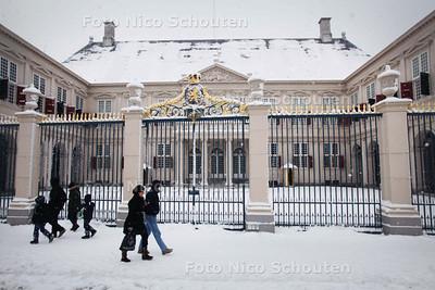 Paleis Noordeinde in de sneeuw - DEN HAAG 17 DECEMBER 2010 - FOTO NICO SCHOUTEN