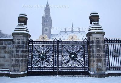 Vredespaleis in de sneeuw - DEN HAAG 17 DECEMBER 2010 - FOTO NICO SCHOUTEN