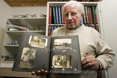 meneer Zwitzar, een van de weinige Zegwaarders. Zoetermeer en Zegwaart fuseerden namelijk al in 1935 - ZOETERMEER 7 DECEMBER 2010 - FOTO NICO SCHOUTEN