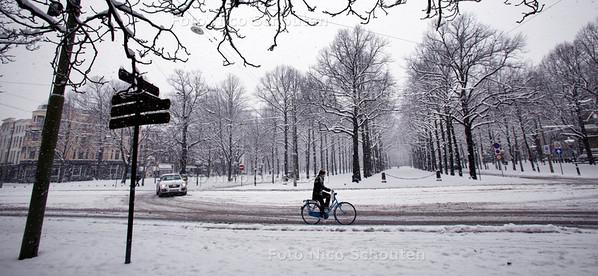 Tournooiveld (Lange Voorhout) in de sneeuw - DEN HAAG 17 DECEMBER 2010 - FOTO NICO SCHOUTEN