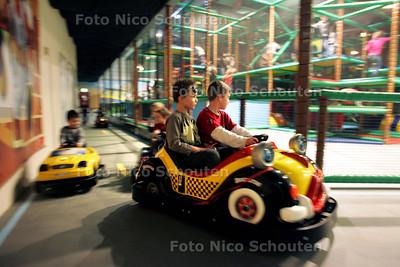 Opening na herbouwing kinderparadijs Bowling World Zuiderpark - DEN HAAG 12 FEBRUARI 2010 - FOTO NICO SCHOUTEN