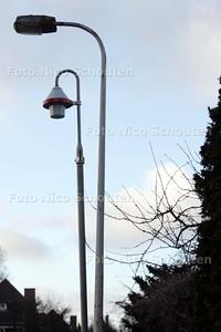 Dubbele lantaarnpalen in wijk marlot, bijvoorbeeld Van Hoeylaan - DEN HAAG 3 FEBRUARI 2010 - FOTO NICO SCHOUTEN
