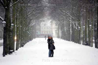 Sneeuw op het Lange Voorhout - DEN HAAG 10 JANUARI 2010 - FOTO NICO SCHOUTEN