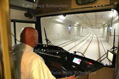 Eerste rit met passagiers tram 19 op nieuw traject - De Sijtwendetunnel - LEIDSCHENDAM 1 JULI 2010 - FOTO NICO SCHOUTEN