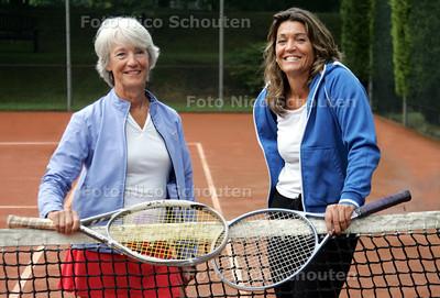 Moeder en dochter Versteegh op de tennisvereniging  de Aeronauten - DEN HAAG12 JULI 2010 - FOTO NICO SCHOUTEN