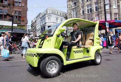Frank van der Vorm, directeur van gCab, die is genomineerd voor de Baby Tycoon Award. De gCab is een elektirsche, milieuvriendelijke taxi, die sinds kort in Den Haag rijdt - DEN HAAG 26 JUNI 2010 - FOTO NICO SCHOUTEN