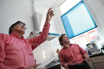Foto in het pand van Frans Josef Roupe van der Voort aan de Willem Beukelszoonstraat 41 in Scheveningen. Het pand is NIET bijzonder door de lichtval - NOG NIET geconstrueerd door een lichtadviseur. Verder is de woning van heer Roupe van der Voort aangepast, hij is klein van stuk - DEN HAAG 3 JUNI 2010 - FOTO NICO SCHOUTEN
