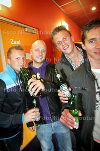 In bioscoop utopolis wordt een mannenavond gehouden met bier, burgers en mannenfilms (nee, niet die) - ZOETERMEER 1 JUNI 2010 - FOTO NICO SCHOUTEN