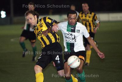 Bekerduel: scheveningen-rijnsburgse boys ; Daniël da Crus in duel - DEN HAAG 23 MAART 2010 - FOTO NICO SCHOUTEN