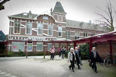 Cultureel Centrum Warenar. Vandaag wordt op een persconferentie door de corporatie Wassenaarsche Bouwstichting een plan gelanceerd om dit gebouw aanpakken en er onder meer een grand cafe in te vestigen - ZOETERMEER 22 MAART 2010 - FOTO NICO SCHOUTEN