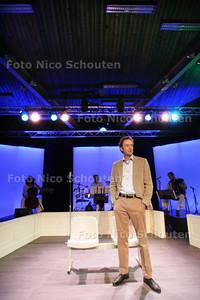 theatervoorstelling Dag & Nacht door Theatergroep PLEZANT, de voorstelling gaat over veiligheid in het ziekenhuis en is wordt opgevoerd door het personeel; HagaZiekenhuis locatie Leyweg - DEN HAAG  11 MAART 2010 - FOTO NICO SCHOUTEN
