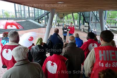 1 mei manifestatie SP; 2e kamerlid Arda Gerkens spreek de menigt toe - ZOETERMEER 1 MEI 2010 - FOTO NICO SCHOUTEN