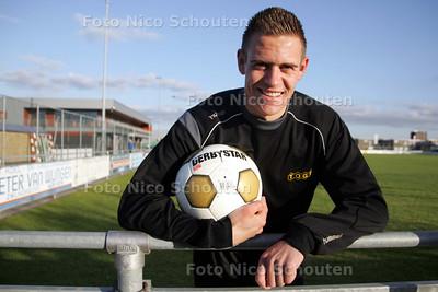 voetballer bas mourits van TOGB - BERKEL EN RODENRIJS 4 MEI 2010 - FOTO NICO SCHOUTEN