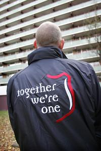 Nieuwe jas voor Leger de Heils - DEN HAAG 12 NOVEMBER 2010 - FOTO NICO SCHOUTEN