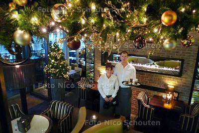 Kerstverlichting in restaurant Gina. Hoewel we nog volop in de sinterklaastijd zitten heeft restaurant Gina in Leidsenhage al sinds begin november volop kerstversiering hangen -LEIDSCHENDAM 29 NOVEMBER 2010 - FOTO NICO SCHOUTEN