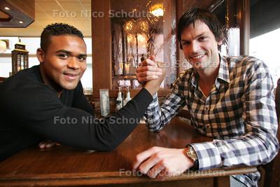 voetballers Quincy Angelista (l) van Voorschoten 97 en Matthijs Seilberger van Vitesse Delft - DEN HAAG 24 NOVEMBER 2010 - FOTO NICO SCHOUTEN