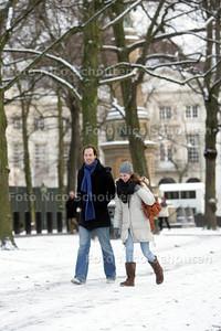 Sfeerfoto eerste sneeuw - Lange Voorhout - DEN HAAG 30 NOVEMBER 2010 - FOTO NICO SCHOUTEN