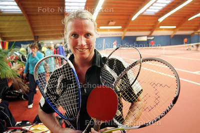 Marielle van der Woerdt uit Miontfoort op het WK rachetlon in Zoetermeer - ZOETERMEER 27 NOVEMBER 2010 - FOTO NICO SCHOUTEN