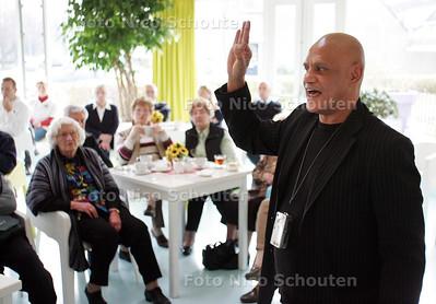 inbreker Evert Jansen die voorlichting geeft aan senioren - ZOETERMEER 15 NOVEMBER - FOTO NICO SCHOUTEN