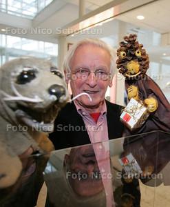 Poppenspeler Frank Kooman draagt archief over - DEN HAAG 8 OKTOBER 2010 - FOTO NICO SCHOUTEN