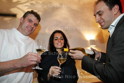 Thema-avond in restaurant Hofstede Meerzigt over Italie. Vlnr chef-kok Alain Adriaanse, manager Lucrezia Ioannucci van het wijnhuis Antinori en sommelier Sermad Wartan - ZOETERMEER 27 OKTOBER 2010 - FOTO NICO SCHOUTEN