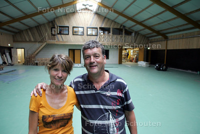 """Leo (Loet) en Wilma van Adrichem """"Boerderij Dichtbij"""", Nieuwe groepsaccomodatie inclusief sportgelegenheden - WATERINGEN 4 AUGUSTUS 2010 - FOTO NICO SCHOUTEN"""