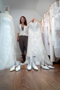 Dewi Wagemakers Dewi heeft een web-bruidsboetiek - 'S GRAVENZANDE 4 AUGUSTUS 2010 - FOTO NICO SCHOUTEN