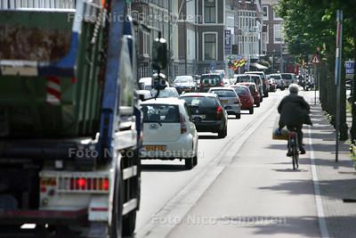 File rijden op de Mauritskade - DEN HAAG 6 AUGUSTUS 2010 - FOTO NICO SCHOUTEN