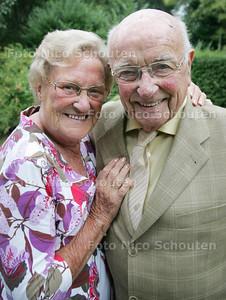 bruidspaar Ruiters is  60 jaar getrouwd - DEN HAAG 17 AUGUSTUS 2010 - FOTO NICO SCHOUTEN