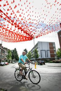 Nog steeds WK-vlaggetjes Den Helderstraat/Medemblikstraat - DEN HAAG 2 AUGUSTUS 2010 - FOTO NICO SCHOUTEN