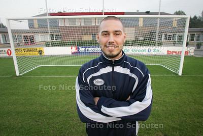 Voetballer Frank Versendaal van Rkavv - LEIDSCHENDAM 21 SEPTEMBER 2010 - FOTO NICO SCHOUTEN