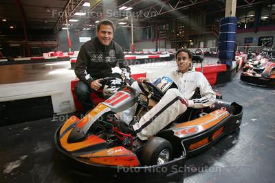 vrijwilliger Heiko Haasjes en zijn maatje Lotfie Ballentiene op de cartbaan - ZOETERMEER 21 SEPTEMBER - FOTO NICO SCHOUTEN