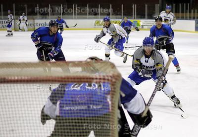 IJshockey: Zoetermeer Panthers-Amerikaans team. Panthers op weg naar 1-0 - ZOETERMEER 7 SEPTEMBER 2010 - FOTO NICO SCHOUTEN