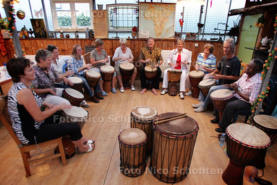 Djembe cursus in Cultuurschuur - MONSTER 6 SEPTEMBER 2010 - FOTO NICO SCHOUTEN