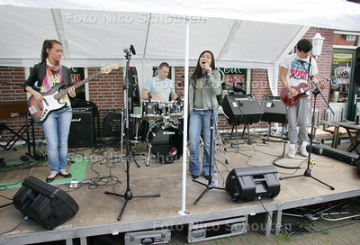Opening Muziekshop Dorpstraat. De band Bad Beat die oefent in het zoetermeerse CKC - ZOETERMEER 4 SEPTEMBER 2010 - FOTO NICO SCHOUTEN