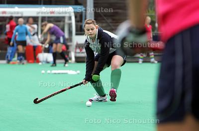 HGC-aanwinst Lizzie Colvin tijdens training - WASSENAAR 28 SEPTEMBER 2010 - FOTO NICO SCHOUTEN