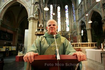 Jan Lamberts, nieuwe stadsdiaken van Delft - DELFT 24 SEPTEMBER 2010 - FOTO NICO SCHOUTEN