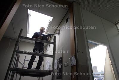 Voorbereiding asbestverwijdering oude Stanislas - PIJNACKER 2 SEPTEMBER 2010 - FOTO NICO SCHOUTEN