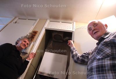 Familie Niemeijer heeft al 9 jaar mot met woonvereniging Vestia om vreemde vlekken op het plafond - DEN HAAG 5 APRIL 2011 - FOTO NICO SCHOUTEN - algemeen