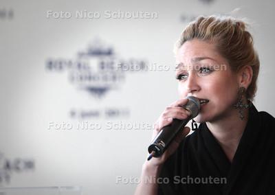 Persconferentie Walk of Fame, Royal Beach Concert - Zangeres Do, DEN HAAG 12 MAART 2011 - FOTO NICO SCHOUTEN - portret - cultuur
