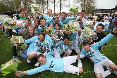 Voetbal: Wassenaar-TAVV. TAVV uit Ter Aar is kampioen van de 4e klasse A - WASSENAAR 16 APRIL 2011 - FOTO NICO SCHOUTEN - sport