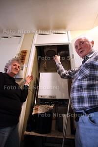 Familie Niemeijer heeft al 9 jaar mot met woonvereniging Vestia om vreemde vlekken op het plafond - DEN HAAG 5 APRIL 2011 - FOTO NICO SCHOUTEN