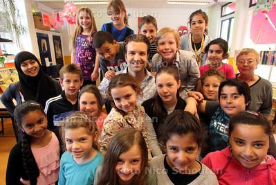 Soapacteur Bas Muijs (bekend van oa GTST en voetbalvrouwen) heeft de afgelopen week lesgegeven op Daltonschool Helen Parkhurst in Den Haag - DEN HAAG 15 APRIL 2011 - FOTO NCIO SCHOUTEN - portret - cultuur