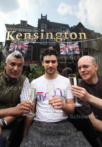 Mirko Reinecke (r), Richard (l) de Fontane en zijn zoon Adam (m) voor hun lunchroom Kensington - DEN HAAG 15 MAART 2011 - FOTO NICO SCHOUTEN - portret - cultuur