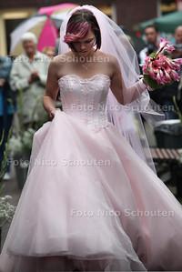 Verkenningsmarkt Dorpsstraat. Bruidsmodeshow - ZOETERMEER 13 AUGUSTUS 2011 - FOTO NICO SCHOUTEN
