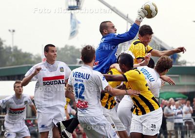 Voetbal: finale Wout van Overdamtoernooi - Westerlo-Vitesse - PIJNACKER 6 AUGUSTUS 2011 - FOTO NICO SCHOUTEN