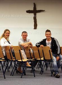 Leden van de Evangelische gemeente Parousia die zaterdag naar Estland vertrekken voor een zendingsreis - vlnr Patricia van Leeuwen, Jan van der Weg en Robbie van Veen - ZOETERMEER 5 AUGUSTUS 2011 - FOTO NICO SCHOUTEN