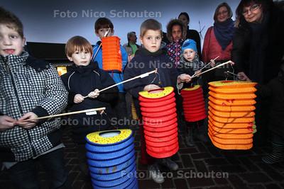 Lampionnenoptocht Stadsboerderij De Weidemolen - ZOETERMEER 21 DECEMBER 2011 - FOTO NICO SCHOUTEN